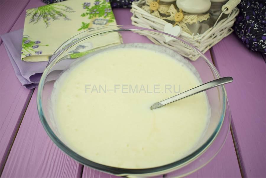 Приготовление йогуртового десерта с черной смородиной этап 1