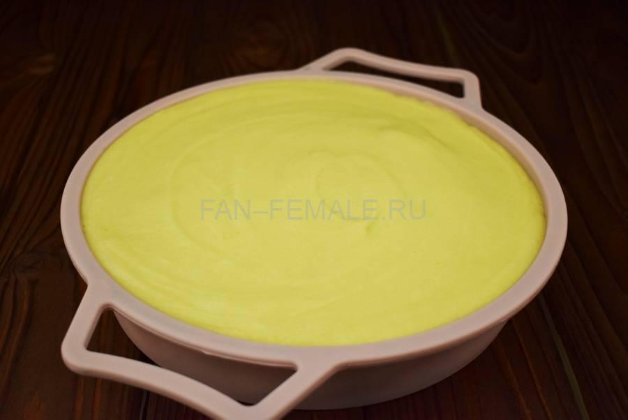 Приготовление наливного яблочного пирога шаг 6