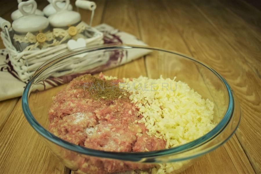 Приготовление пельменей со свининой и капустой шаг 4