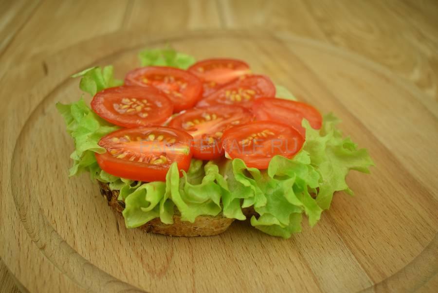 Приготовление сэндвичей из хлеба с отрубями, помидоров черри, моцареллы, салата, майонеза шаг 4