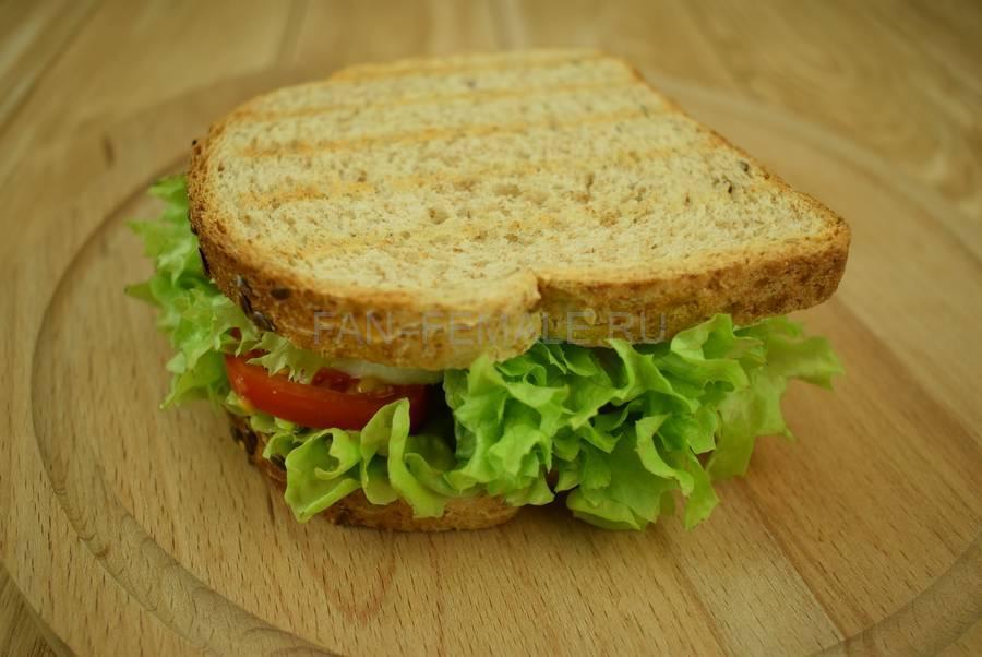 Приготовление сэндвичей из хлеба с отрубями, помидоров черри, моцареллы, салата, майонеза шаг 7