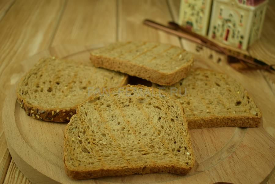 Приготовление сэндвичей из зернового хлеба с тунцом, черри, салатом, майонезом шаг 1