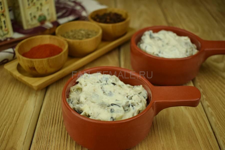 Приготовление шампиньонов, запеченных в сметанном соусе под сыром шаг 6