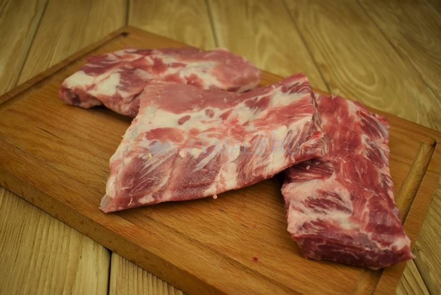 Приготовление свиных ребер с красным рисом шаг 1
