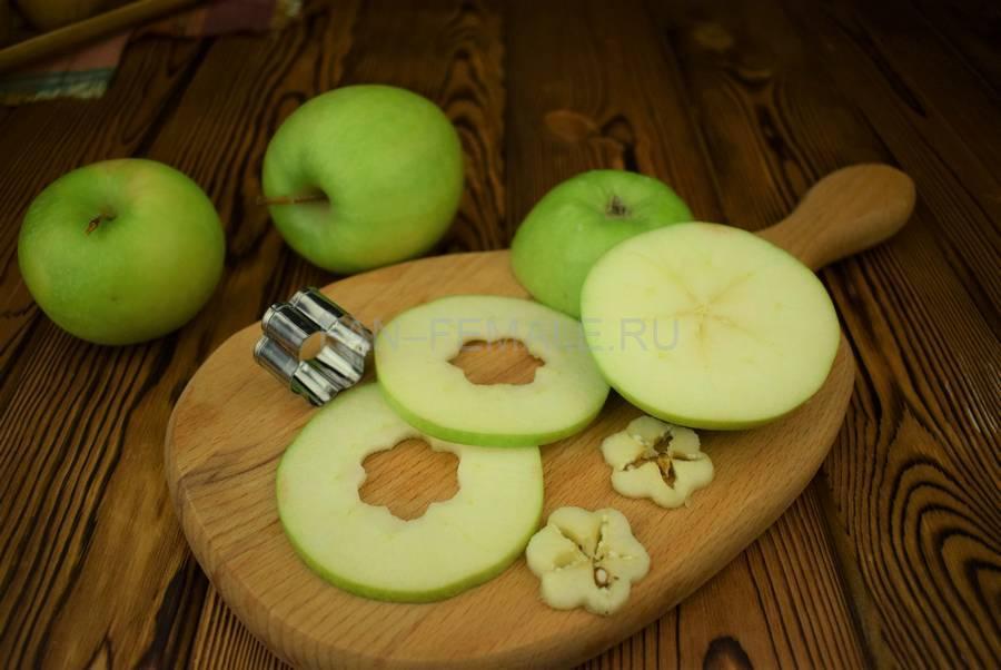 Приготовление яблок в пивном кляре шаг 5