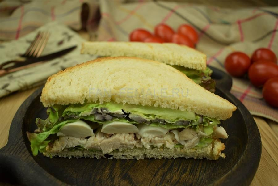 Сэндвичи из пшеничного хлеба, свинины, моцареллы, салата, маскарпоне, красного лука