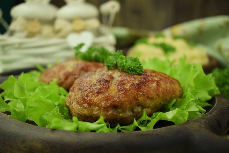 Классические котлеты из говяжьего и свиного фарша с белым хлебом