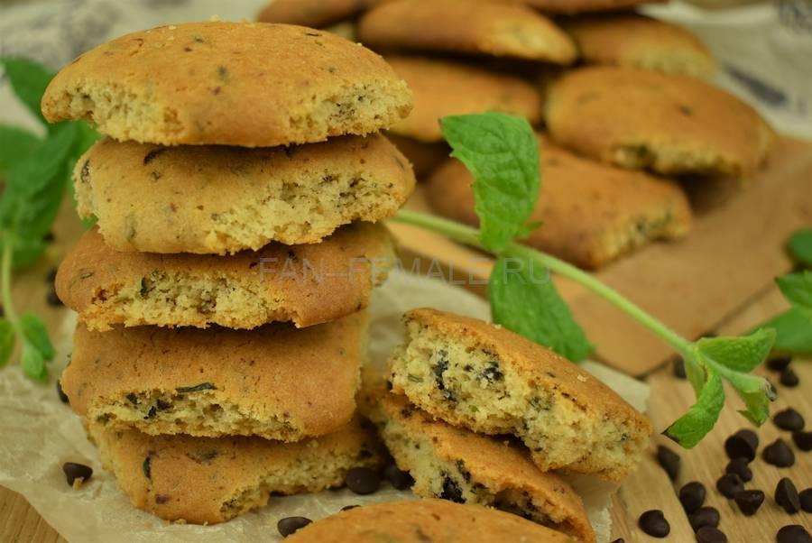 Песочное печенье с мятой и шоколадом