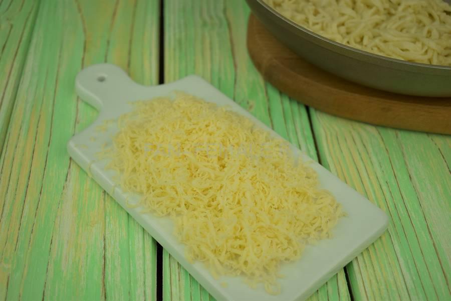 Приготовление домашней лапши с сыром шаг 6