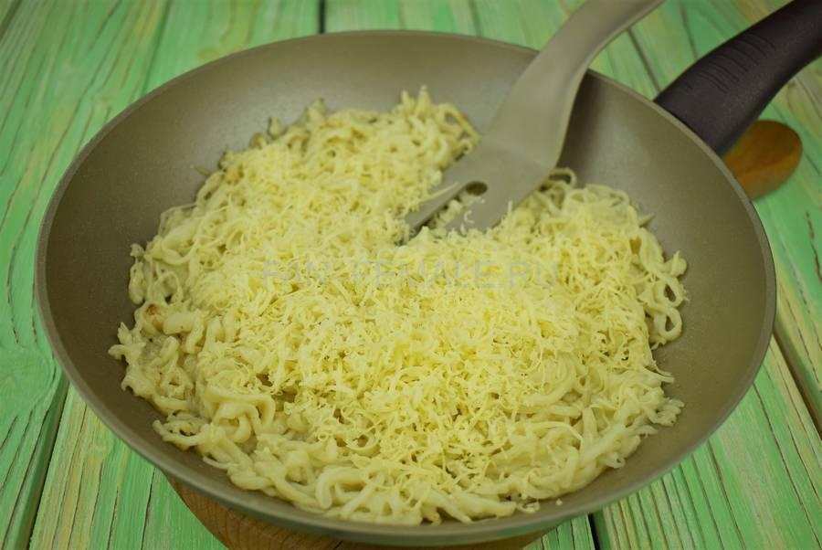 Приготовление домашней лапши с сыром шаг 7
