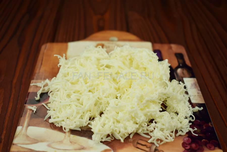 Приготовление грибочков из черри и сыра, шаг 1