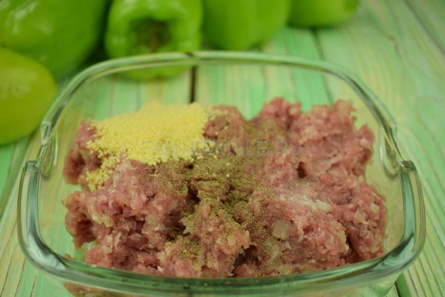 Приготовление перцев, начиненных свиным фаршем с кускусом шаг 2