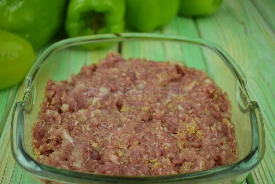 Приготовление перцев, начиненных свиным фаршем с кускусом шаг 3