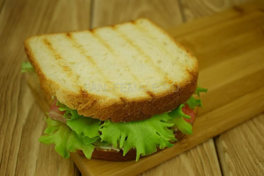 Приготовление сэндвичей из пшеничного хлеба, семги, маскарпоне, салата шаг 7