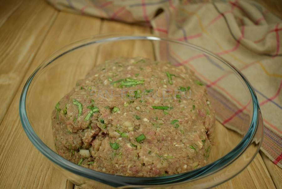 Приготовление слоек с начинкой из говяжьего и свиного фарша с кинзой шаг 4