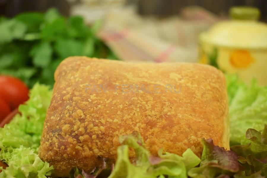 Слойки с начинкой из говяжьего и свиного фарша с кинзой