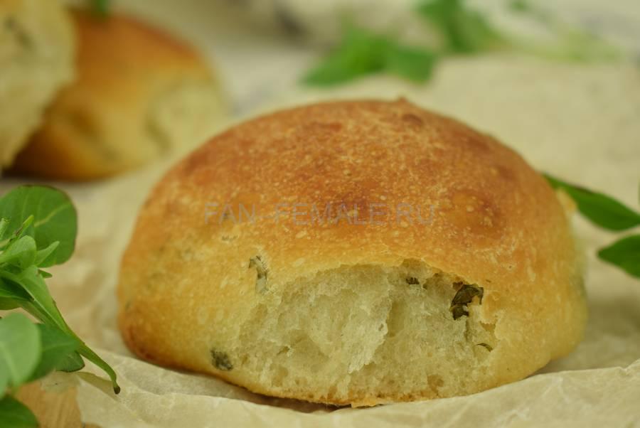Хлебные булочки с базиликом