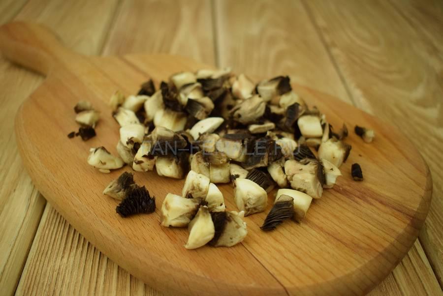 Приготовление перцев, фаршированных шампиньонами в сливочном соусе, шаг 1