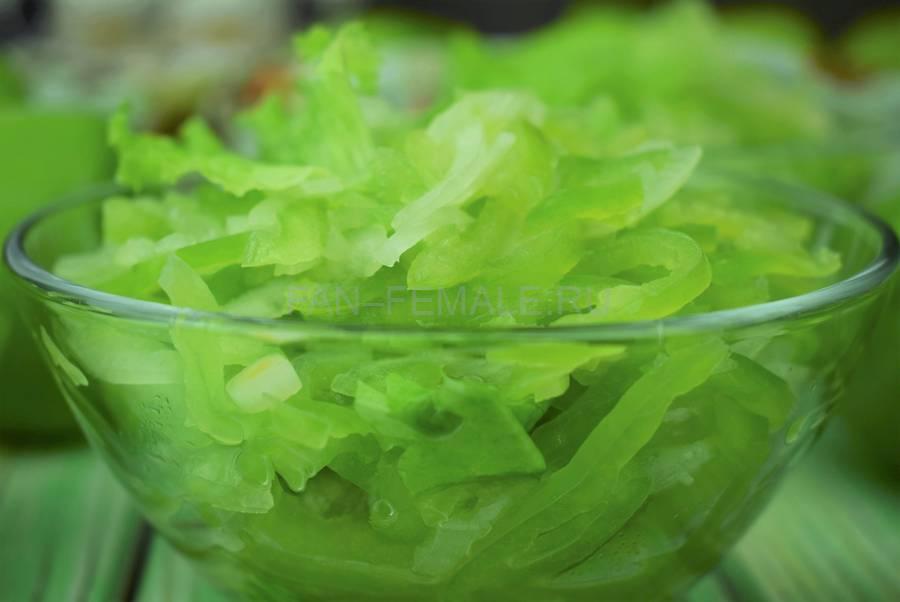 Салат с болгарским перцем, луком, подсолнечным маслом