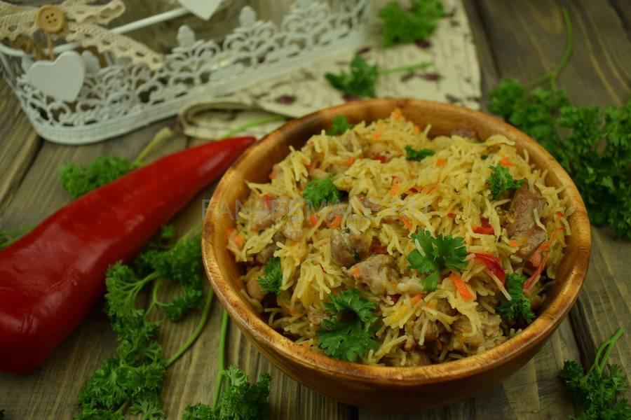 Тонкая вермишель с овощами и свининой