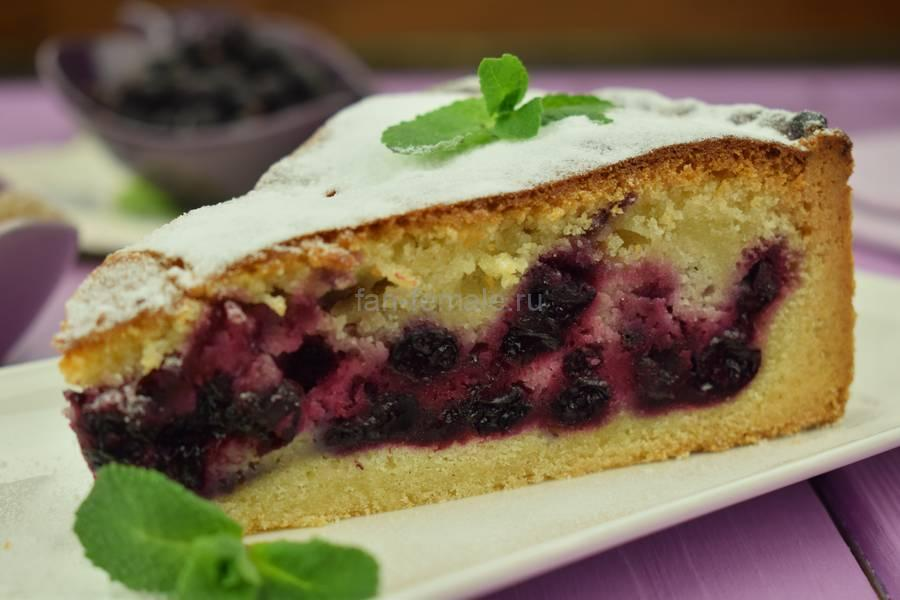 Черносмородиновый пирог из теста двух видов
