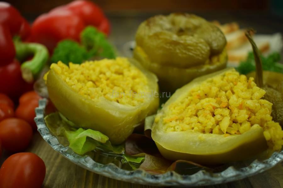 Перцы, фаршированные пряным рисом