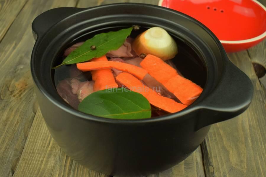 Приготовление картофельного супа на говяжьих ребрах, шаг 1