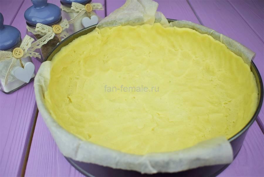 Приготовление пирога из двух видов теста с черной смородиной, шаг 3