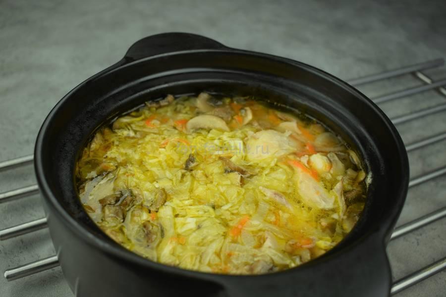 Приготовление щей с курицей, свежей капустой, шампиньонами, шаг 8