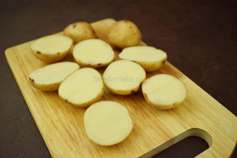 Приготовление свиной вырезки с картофелем и грибами в сливочном соусе под сыром, шаг 1