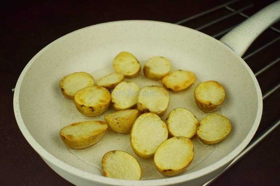 Приготовление свиной вырезки с картофелем и грибами в сливочном соусе под сыром, шаг 2