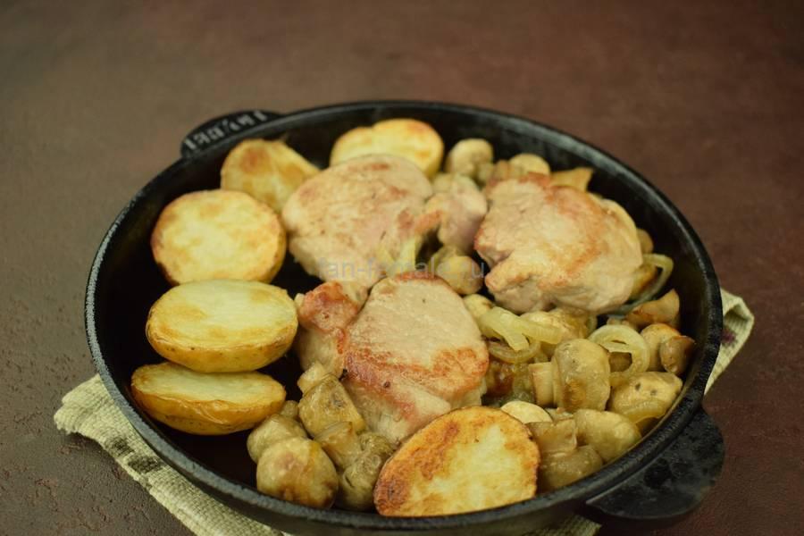 Приготовление свиной вырезки с картофелем и грибами в сливочном соусе под сыром, шаг 8