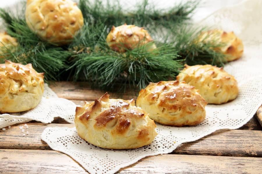 Рождественские пирожки с сосисками Шишки