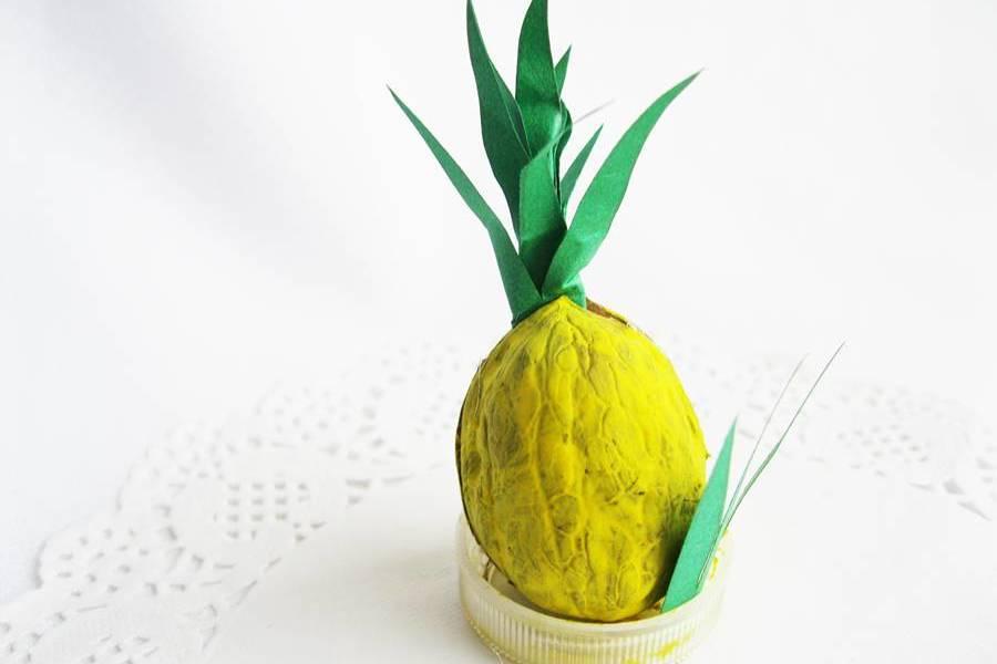 Поделка ананас из скорлупы грецкого ореха