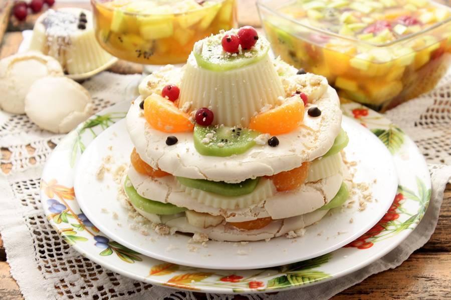 Многослойный десерт с безе