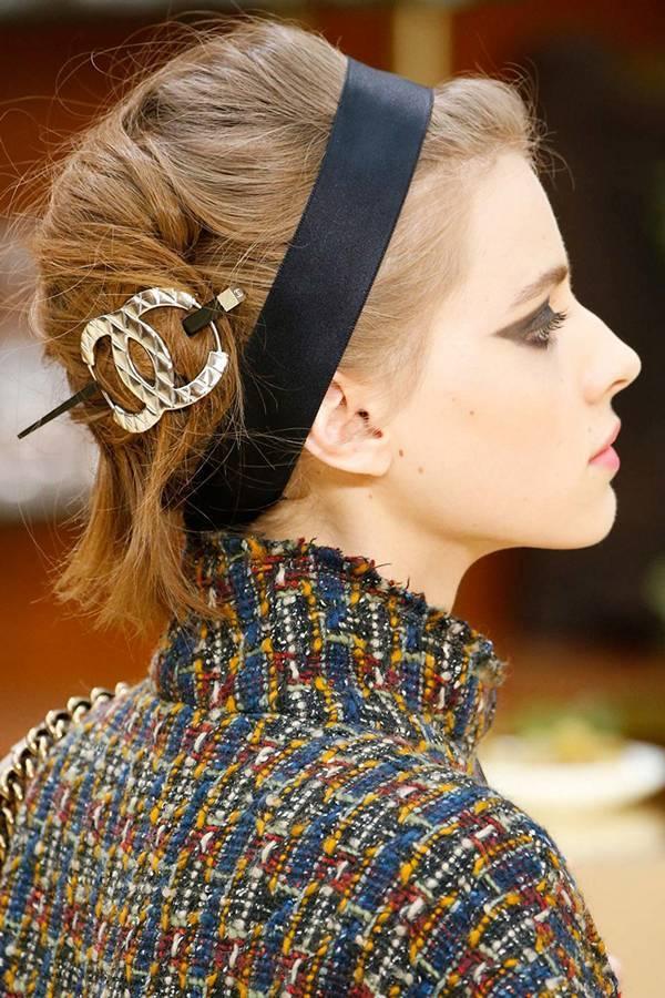 Модный пучок на показе Chanel