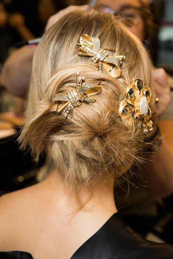 Модный пучок на показе Dolce & Gabbana