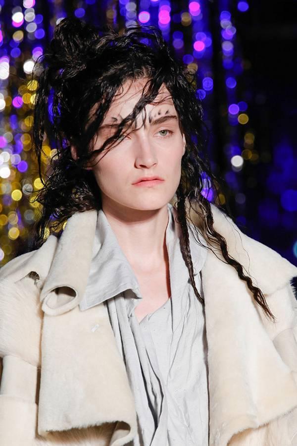 Модный пучок на показе Vivienne Westwood