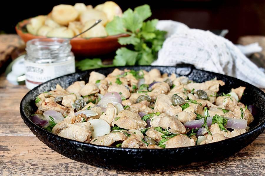 Курица в соевом соусе на сковороде