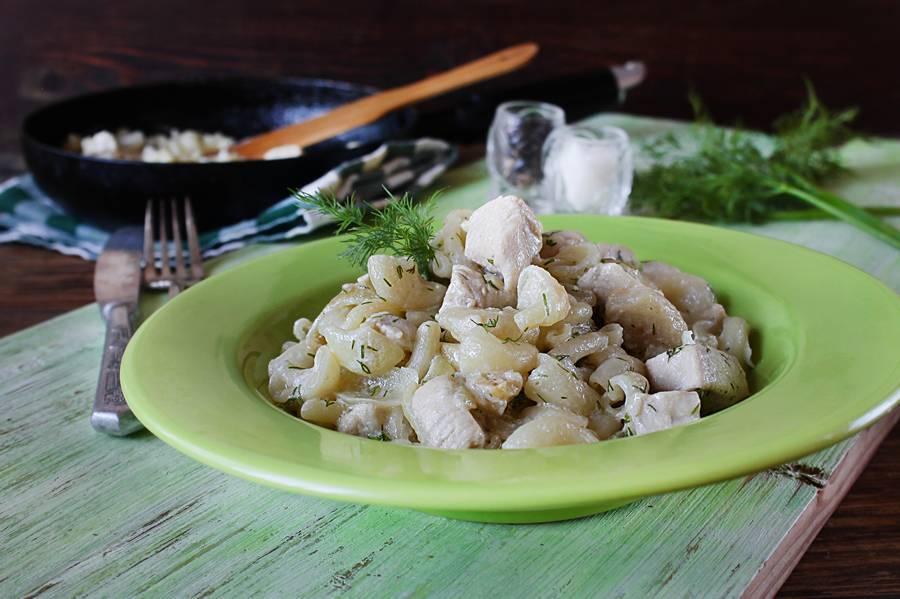 Курица с макаронами в сливках