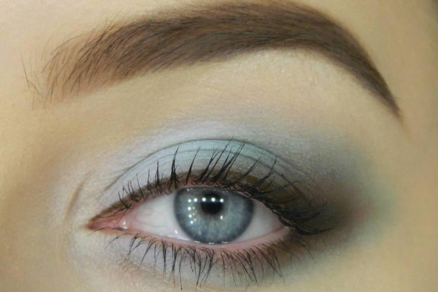 Нежный голубой макияж глаз
