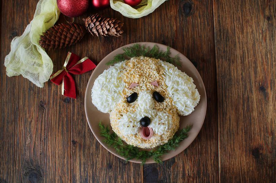 Новогодний салат Собака