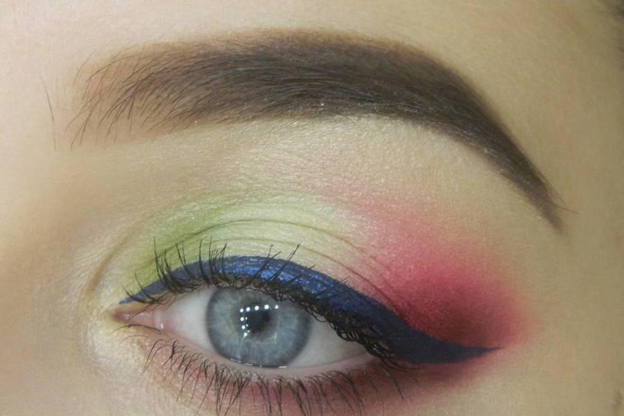 Яркий контрастный макияж глаз