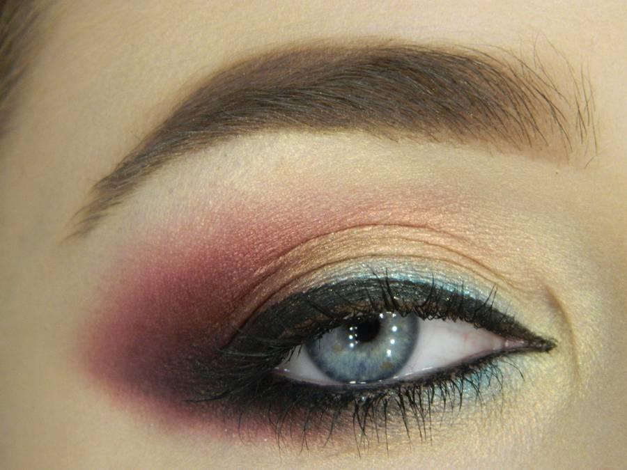 Вечерний макияж с эффектом кошачьего взгляда