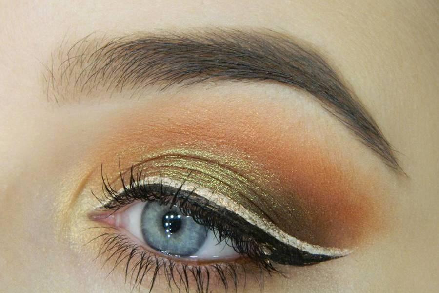 Красивый макияж с двойной цветной стрелкой