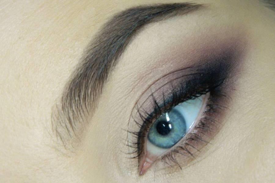 Красивый повседневный макияж глаз в натуральных оттенках