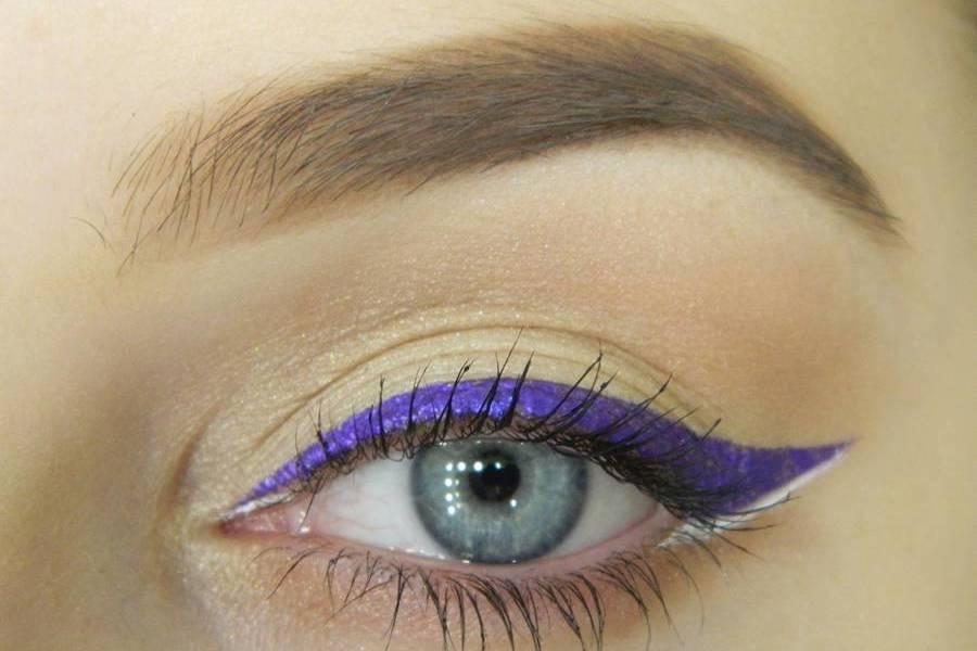 Простой макияж с декоративной стрелкой