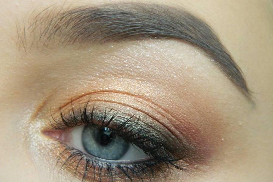 Дневной макияж глаз на перламутровых тенях
