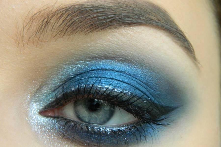 Макияж глаз холодный смоки в синих тонах
