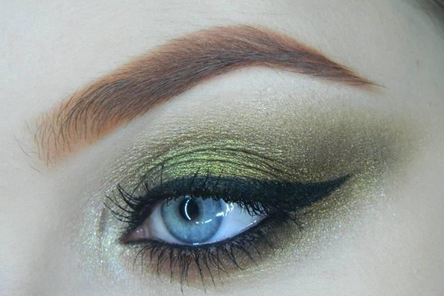 Золотисто-зеленый смоки на бирюзовой подложке